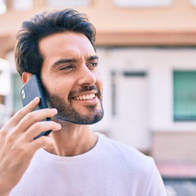 電話占いでお悩みを解決させている男性が増えているようです
